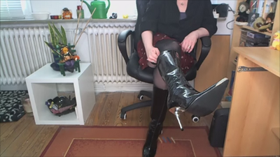 15885 - Worship my patent leather boots!