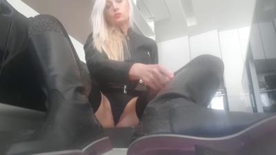 338 - Leather Boots Serve