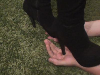 6600 - High Heel Hand Trample 1