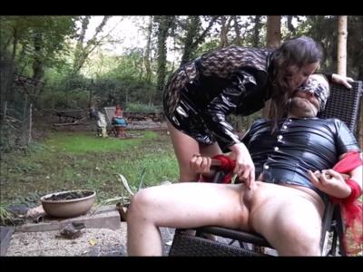 7127 - Herrin  Benutzt Sklave zu ihre Sexspiele